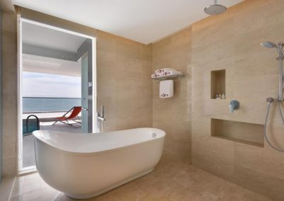LEXIS SUITES PENANG – BATHROOM