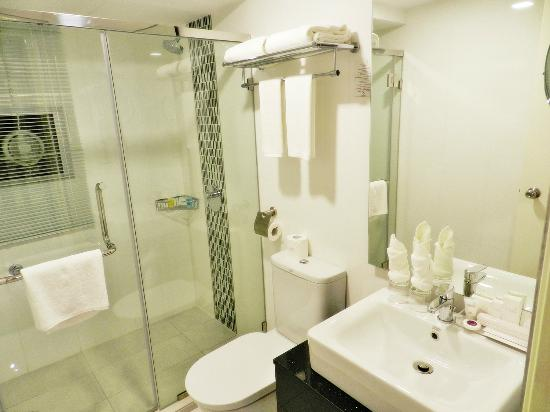 MARITIME LUXURY SUITES – BATHROOM
