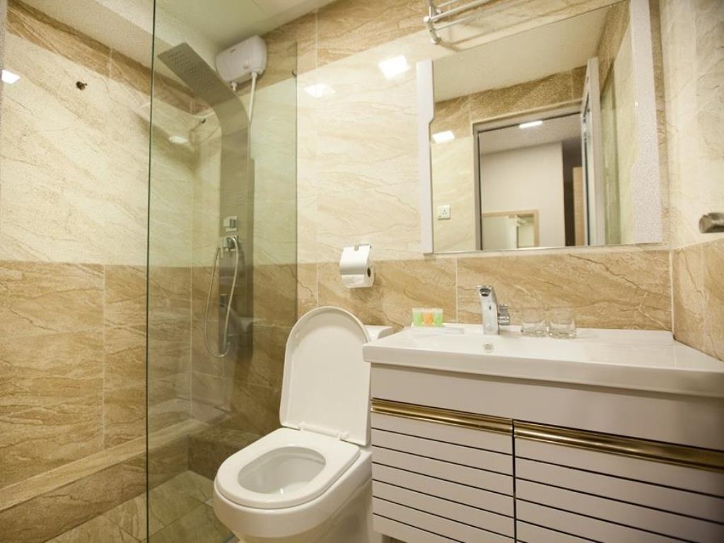 PINGSA HOTEL – BATHROOM