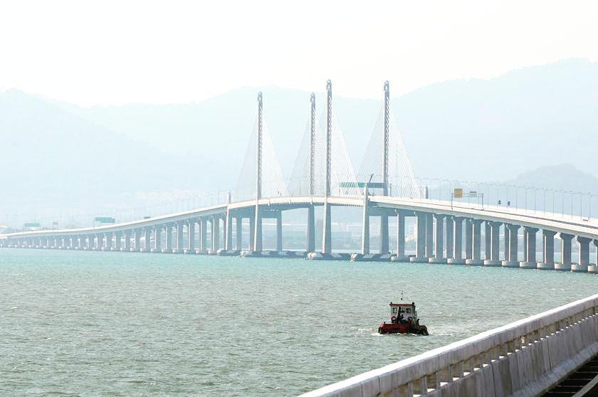 Penang Bridge Seaside View by Azmiee